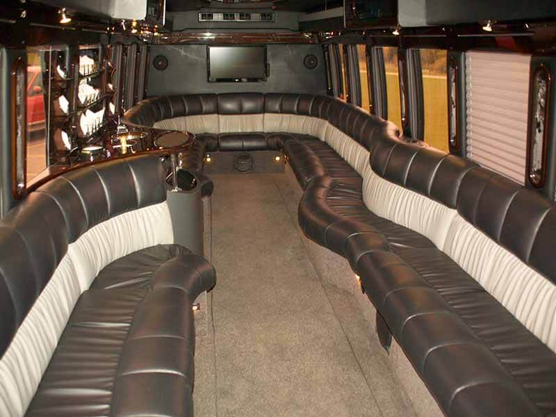 Lamers Bus Lines, Inc. limo coach interior