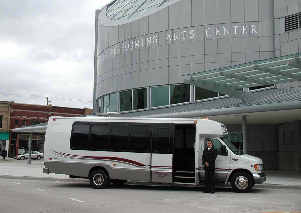 Lamers Bus Lines, Inc. limo coach