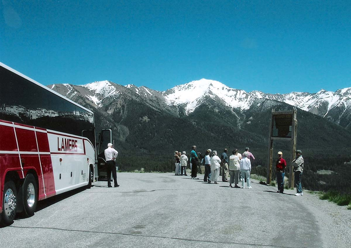 Lamers Tour and Travel, group viewing mountain scenery